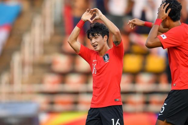 Cầu thủ đẹp trai nhất Hàn Quốc gây sốt tại giải U23 châu Á: Chỉ một khoảnh khắc thôi cũng đủ khiến dân tình phải điêu đứng - Ảnh 2.
