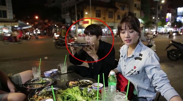 Trốn Trấn Thành, Hari Won dắt trai đẹp Hàn Quốc đi ăn bánh xèo và bánh cống ở quán ăn vỉa hè - Ảnh 1.