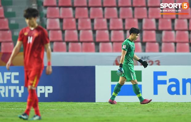 Tiến Dũng thất thần sau pha ghi bàn, cơ hội đi tiếp của U23 Việt Nam bé bằng con kiến - Ảnh 6.