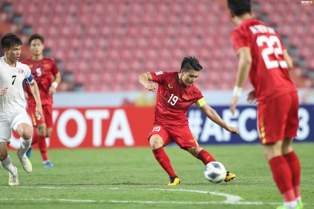 Đội trưởng Quang Hải muốn thủ môn Bùi Tiến Dũng sớm hoàn thiện bản thân sau sai lầm - Ảnh 3.