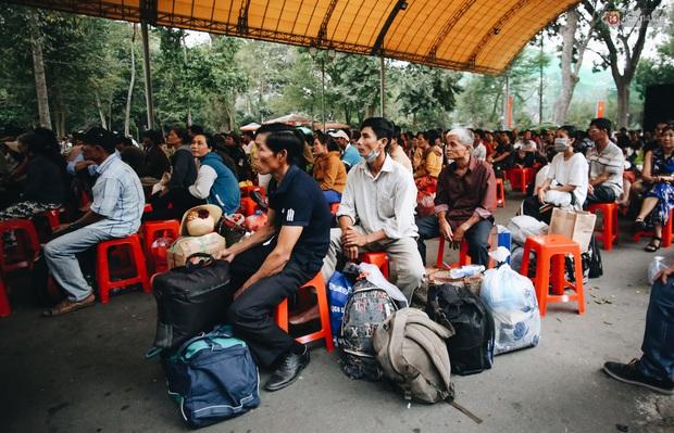 Chuyến xe nghĩa tình đưa miễn phí gần 700 sinh viên và người lao động nghèo mưu sinh ở Sài Gòn về quê đón Tết Canh Tý 2020 - Ảnh 2.