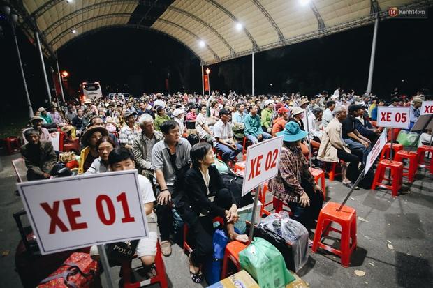 Chuyến xe nghĩa tình đưa miễn phí gần 700 sinh viên và người lao động nghèo mưu sinh ở Sài Gòn về quê đón Tết Canh Tý 2020 - Ảnh 6.