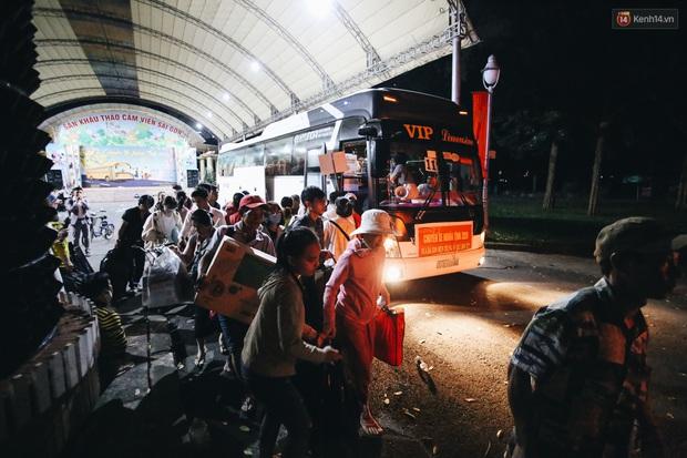 Chuyến xe nghĩa tình đưa miễn phí gần 700 sinh viên và người lao động nghèo mưu sinh ở Sài Gòn về quê đón Tết Canh Tý 2020 - Ảnh 10.
