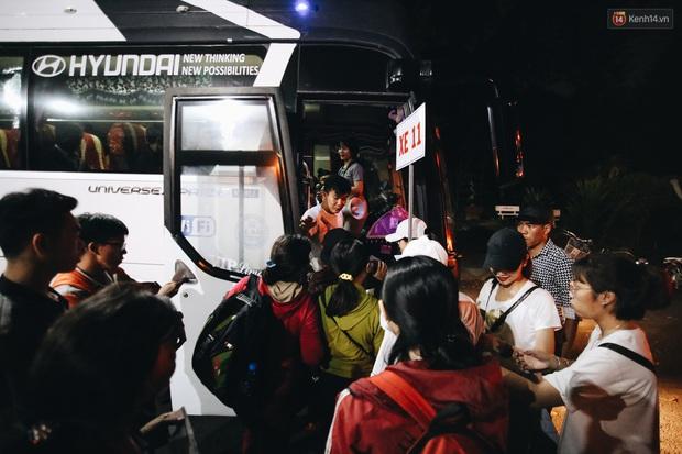 Chuyến xe nghĩa tình đưa miễn phí gần 700 sinh viên và người lao động nghèo mưu sinh ở Sài Gòn về quê đón Tết Canh Tý 2020 - Ảnh 11.