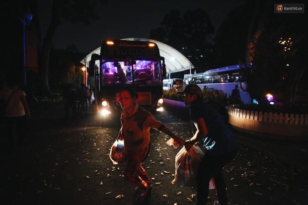 Chuyến xe nghĩa tình đưa miễn phí gần 700 sinh viên và người lao động nghèo mưu sinh ở Sài Gòn về quê đón Tết Canh Tý 2020 - Ảnh 13.