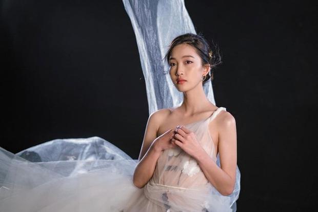 Từ ngày chuyển ngạch làm ca sĩ, Khả Ngân rất chăm chỉ hát live, Juky San bất ngờ rủ lên sân khấu song ca cũng không nao núng - Ảnh 2.