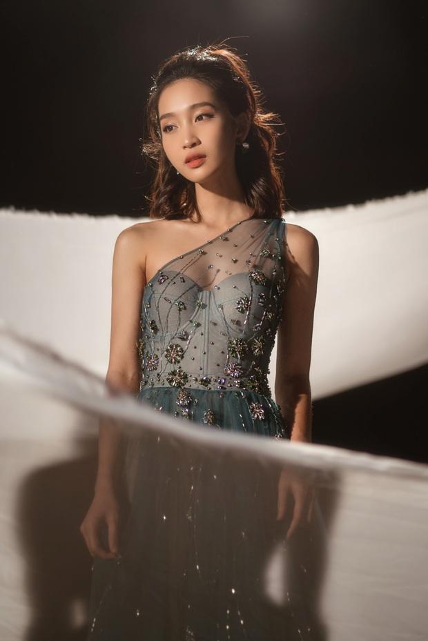 Từ ngày chuyển ngạch làm ca sĩ, Khả Ngân rất chăm chỉ hát live, Juky San bất ngờ rủ lên sân khấu song ca cũng không nao núng - Ảnh 3.