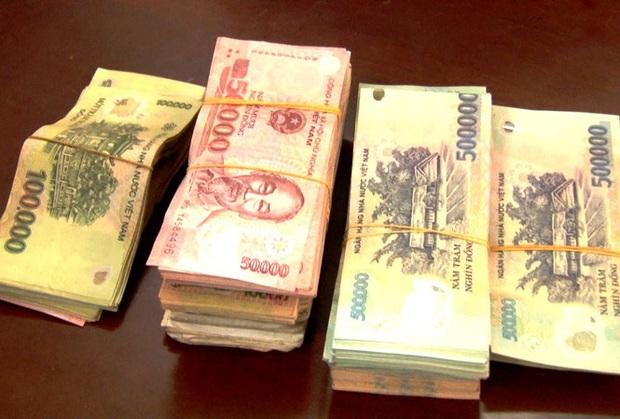Cận Tết, một phụ nữ bất ngờ nhận lại hơn 125 triệu đồng tiền mất trộm - Ảnh 1.