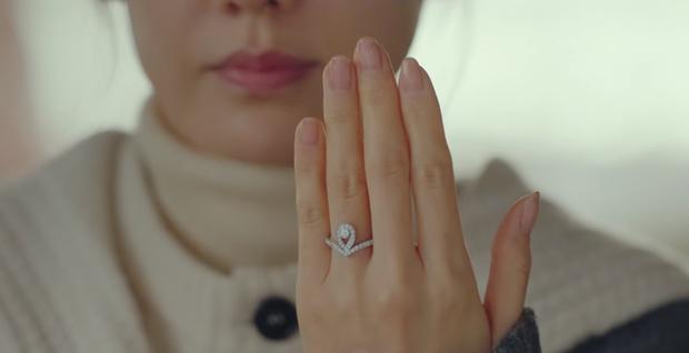 Khôn như Son Ye Jin: Cầm cố nhẫn Chaumet được trả có 2.8 triệu tiền mặt, chị thà đổi lấy đồng hồ 300 triệu tặng Hyun Bin còn hơn! - Ảnh 1.