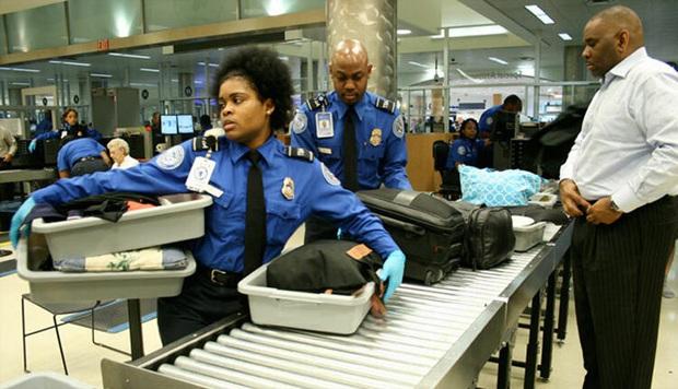 Nếu lỡ mang đồ ăn thừa xuống máy bay, bạn có thể bị bắt và liệt tên vào danh sách đen vì lý do nghiêm trọng nhưng ít ai chú ý - Ảnh 3.