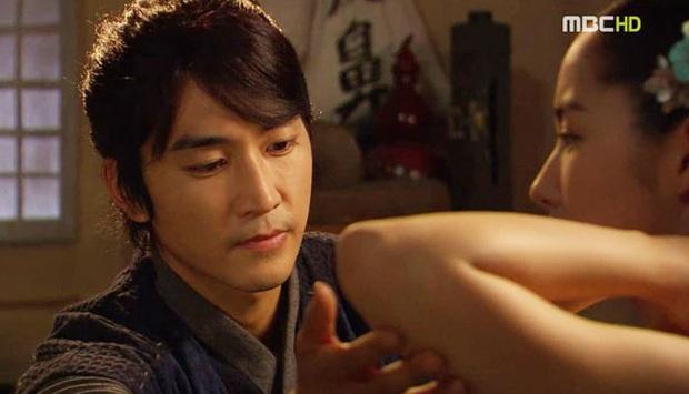Đỏ mặt với 4 cảnh nóng của Park Min Young trên màn ảnh: Hot nhất là pha giường chiếu cùng bạn trai tin đồn Park Seo Joon - Ảnh 6.