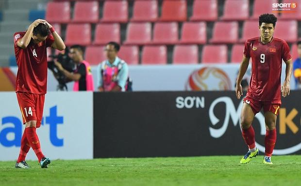 U23 Việt Nam cúi đầu buồn bã sau khi bị loại khỏi U23 châu Á 2020 - Ảnh 9.