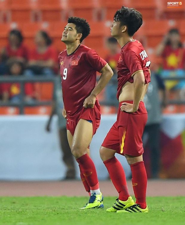 U23 Việt Nam cúi đầu buồn bã sau khi bị loại khỏi U23 châu Á 2020 - Ảnh 8.