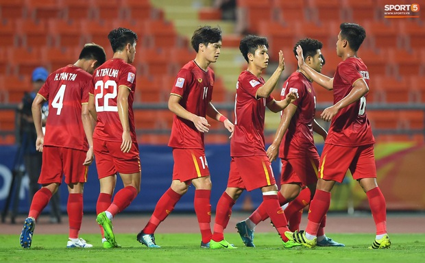 Tiến Linh ăn mừng đầy cảm xúc khi ghi bàn cho U23 Việt Nam vào lưới U23 CHDCND Triều Tiên - Ảnh 10.