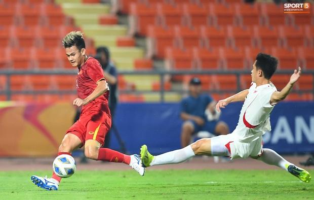 Tiến Linh ăn mừng đầy cảm xúc khi ghi bàn cho U23 Việt Nam vào lưới U23 CHDCND Triều Tiên - Ảnh 2.