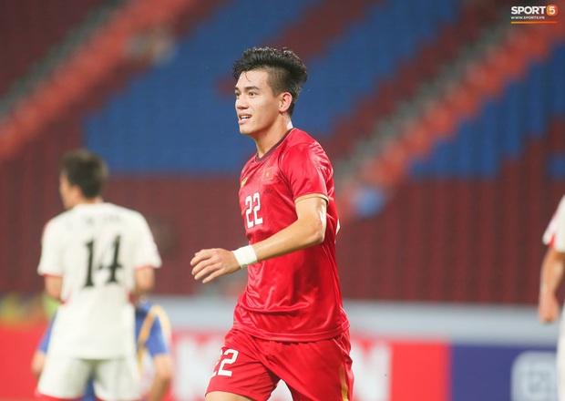 Tiến Linh ăn mừng đầy cảm xúc khi ghi bàn cho U23 Việt Nam vào lưới U23 CHDCND Triều Tiên - Ảnh 6.