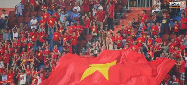 Tiến Linh ăn mừng đầy cảm xúc khi ghi bàn cho U23 Việt Nam vào lưới U23 CHDCND Triều Tiên - Ảnh 11.