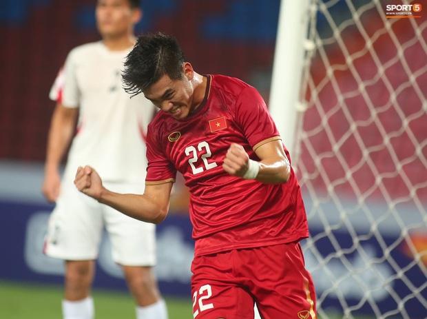 Tiến Linh ăn mừng đầy cảm xúc khi ghi bàn cho U23 Việt Nam vào lưới U23 CHDCND Triều Tiên - Ảnh 5.