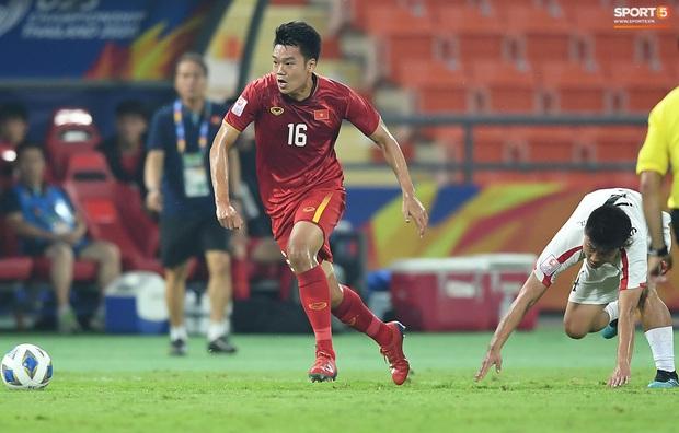 Tiến Linh ăn mừng đầy cảm xúc khi ghi bàn cho U23 Việt Nam vào lưới U23 CHDCND Triều Tiên - Ảnh 1.