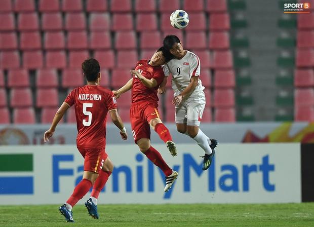 Tiến Linh ăn mừng đầy cảm xúc khi ghi bàn cho U23 Việt Nam vào lưới U23 CHDCND Triều Tiên - Ảnh 12.