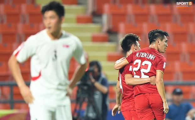 Tiến Linh ăn mừng đầy cảm xúc khi ghi bàn cho U23 Việt Nam vào lưới U23 CHDCND Triều Tiên - Ảnh 8.