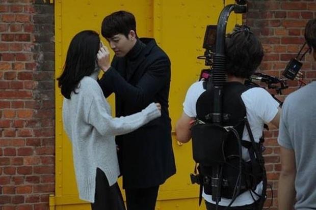 7 cặp sao Hàn dự dễ lên xe hoa nhất năm 2020: Kim Woo Bin, cặp Reply 1988 hay Lee Kwang Soo mở bát năm nay? - Ảnh 4.