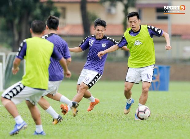 Huy râu túm cổ bắt nạt đàn em, Hà Nội FC tập buổi cuối trước ngày đấu đối thủ mạnh từ Thái Lan - Ảnh 10.