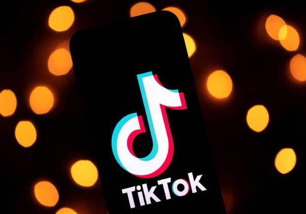 Thiếu niên mượn súng của mẹ để quay TikTok nhưng không may bị cướp cò dẫn chết tử vong thương tâm - Ảnh 1.