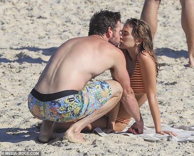 Dạo này Liam Hemsworth chẳng chịu thua vợ cũ, ngày càng chăm công khai ôm hôn và dính bạn gái mới không rời - Ảnh 3.