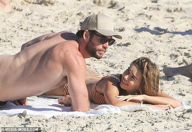 Dạo này Liam Hemsworth chẳng chịu thua vợ cũ, ngày càng chăm công khai ôm hôn và dính bạn gái mới không rời - Ảnh 2.