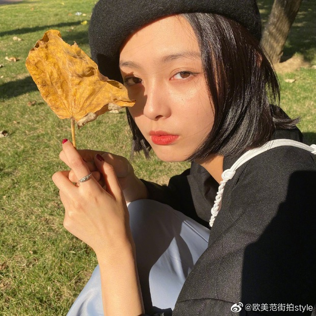Cặp đôi Cbiz 99 - 2000 hot nhất hôm nay: Tống Uy Long bị bắt găp hẹn hò, ôm hôn trong xe oto với mẫu nữ xinh đẹp - Ảnh 9.