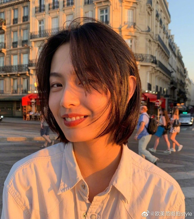 Cặp đôi Cbiz 99 - 2000 hot nhất hôm nay: Tống Uy Long bị bắt găp hẹn hò, ôm hôn trong xe oto với mẫu nữ xinh đẹp - Ảnh 7.