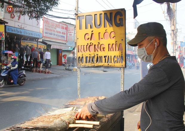 Bán đắt gấp 3 lần ngày thường, phố cá lóc nướng ở Sài Gòn thơm nức trước lễ đưa ông Táo về trời - Ảnh 10.