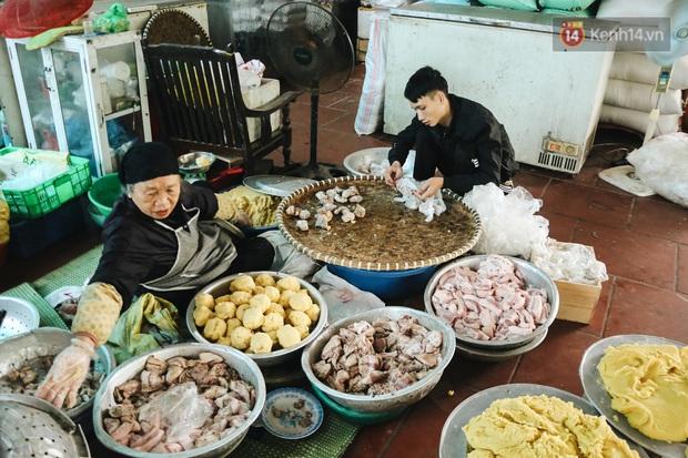 """Ảnh: Về làng bánh chưng trứ danh Tranh Khúc giữa thời điểm giá thịt lợn tăng """"phi mã"""" - Ảnh 6."""