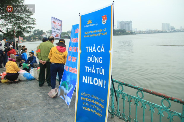 Hà Nội: Người dân thích thú với thông điệp Ông Táo không dùng túi nilon, hồ Tây không còn cảnh túi nilon nổi trắng dập dềnh - Ảnh 13.