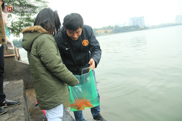 Hà Nội: Người dân thích thú với thông điệp Ông Táo không dùng túi nilon, hồ Tây không còn cảnh túi nilon nổi trắng dập dềnh - Ảnh 15.