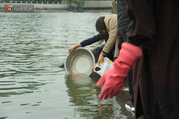 Hà Nội: Người dân thích thú với thông điệp Ông Táo không dùng túi nilon, hồ Tây không còn cảnh túi nilon nổi trắng dập dềnh - Ảnh 14.