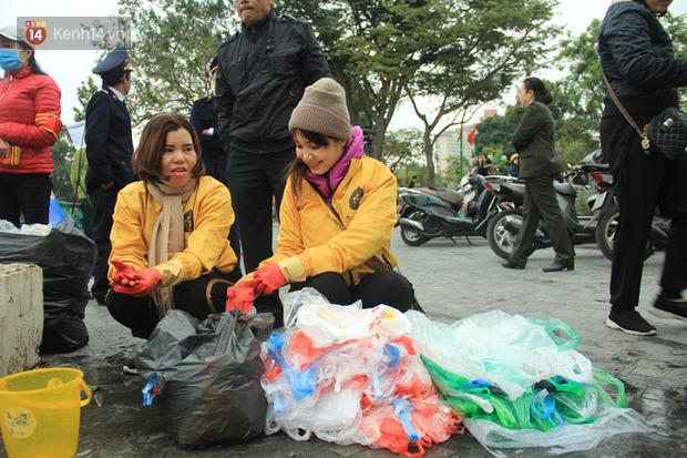 Hà Nội: Người dân thích thú với thông điệp Ông Táo không dùng túi nilon, hồ Tây không còn cảnh túi nilon nổi trắng dập dềnh - Ảnh 17.