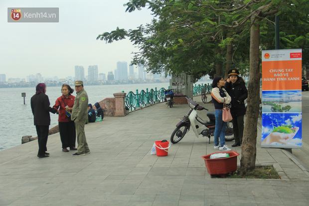Hà Nội: Người dân thích thú với thông điệp Ông Táo không dùng túi nilon, hồ Tây không còn cảnh túi nilon nổi trắng dập dềnh - Ảnh 3.