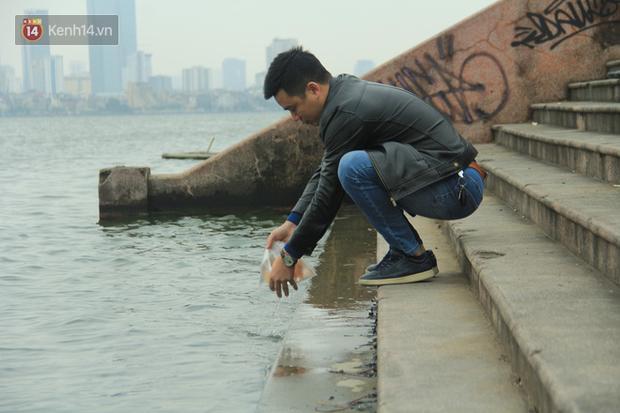 Hà Nội: Người dân thích thú với thông điệp Ông Táo không dùng túi nilon, hồ Tây không còn cảnh túi nilon nổi trắng dập dềnh - Ảnh 8.