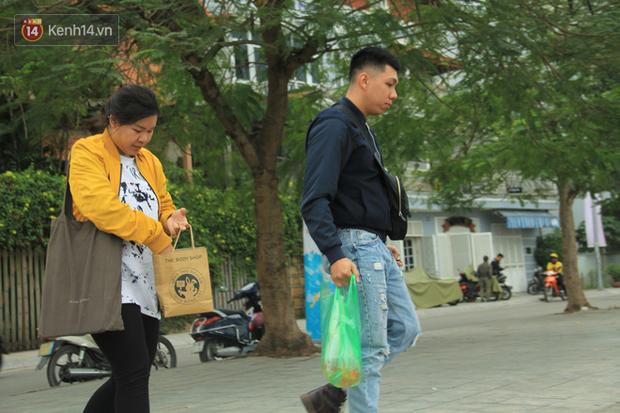 Hà Nội: Người dân thích thú với thông điệp Ông Táo không dùng túi nilon, hồ Tây không còn cảnh túi nilon nổi trắng dập dềnh - Ảnh 6.