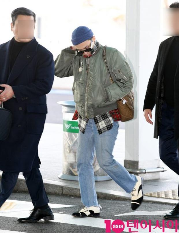 Ông hoàng Kpop G-Dragon gây bão tại sân bay, 2 boygroup NCT - iKON đại diện 2 ông lớn đụng độ khốc liệt - Ảnh 4.