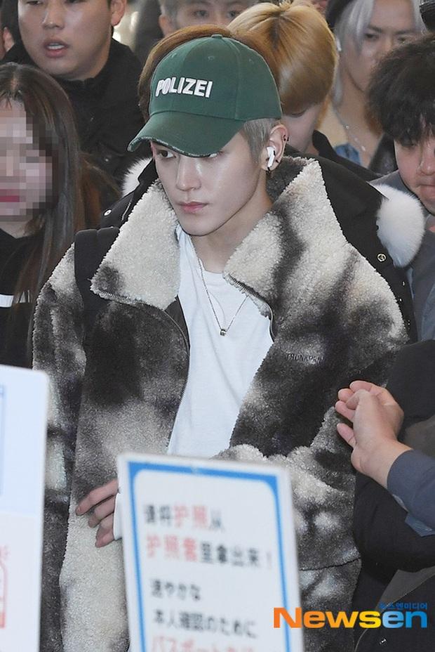 Ông hoàng Kpop G-Dragon gây bão tại sân bay, 2 boygroup NCT - iKON đại diện 2 ông lớn đụng độ khốc liệt - Ảnh 5.