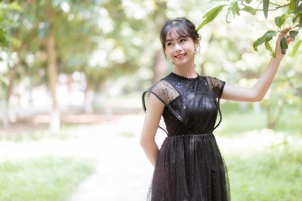 Nữ giảng viên Đại học Kinh tế Quốc dân bị chụp lén mà quá xinh đẹp, thần thái vẫn cứ xuất sắc - Ảnh 5.