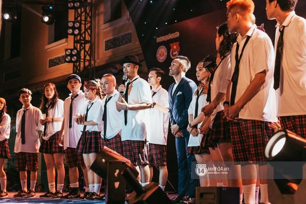 Đỉnh như trường nhà người ta, mời một lúc 16 ca sĩ hàng đầu đến diễn văn nghệ: Đông Nhi, Trúc Nhân, Phan Mạnh Quỳnh... có hết - Ảnh 17.