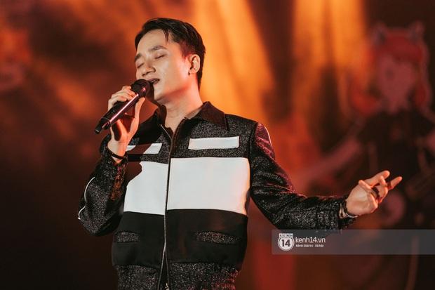 Đỉnh như trường nhà người ta, mời một lúc 16 ca sĩ hàng đầu đến diễn văn nghệ: Đông Nhi, Trúc Nhân, Phan Mạnh Quỳnh... có hết - Ảnh 6.
