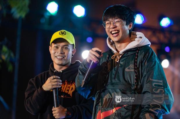 Đỉnh như trường nhà người ta, mời một lúc 16 ca sĩ hàng đầu đến diễn văn nghệ: Đông Nhi, Trúc Nhân, Phan Mạnh Quỳnh... có hết - Ảnh 16.
