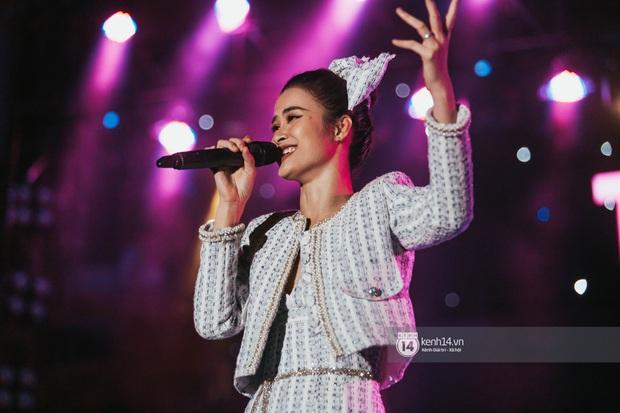 Đỉnh như trường nhà người ta, mời một lúc 16 ca sĩ hàng đầu đến diễn văn nghệ: Đông Nhi, Trúc Nhân, Phan Mạnh Quỳnh... có hết - Ảnh 14.