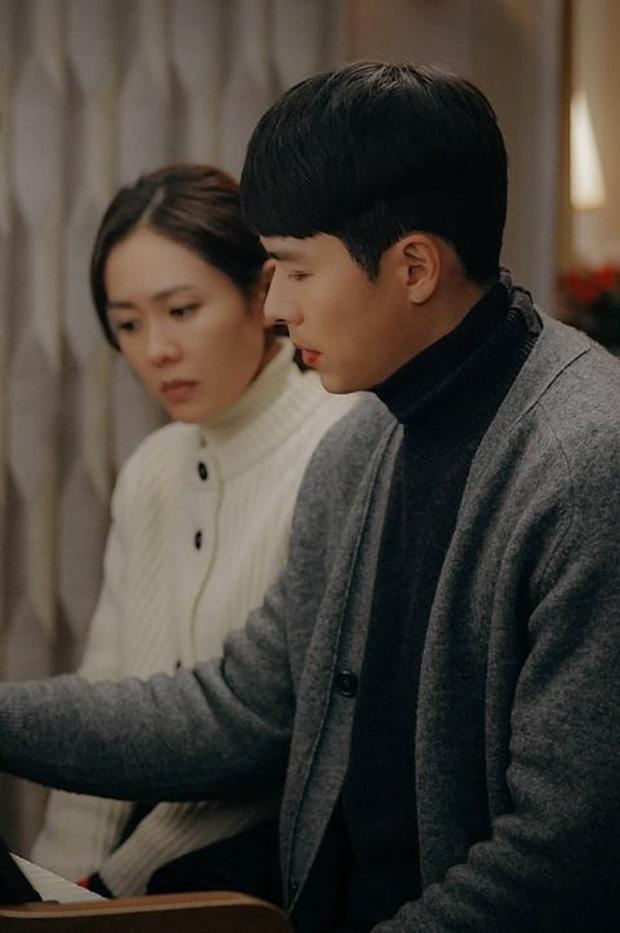 tvN hé lộ loạt ảnh tình tứ của đôi trẻ ở tập 9 Crash Landing on You, đập tan nghi án Son Ye Jin mất mạng vì nổ súng? - Ảnh 2.