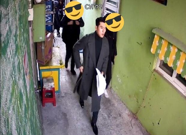 Hyun Bin quá đẹp ở hình chụp bừa khi quay Crash Landing on You, tóc vuốt bóng loáng gây mất liêm sỉ cực mạnh - Ảnh 1.